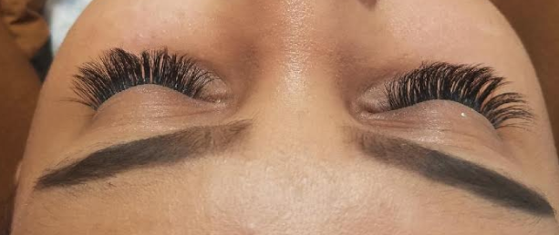 Feather Weight Volume Lashes by Holly